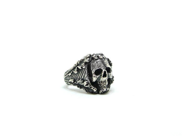 Acanthus skull chevalier