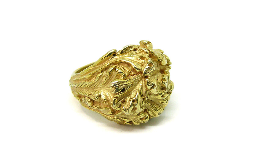 Golden acanthus leaves ring