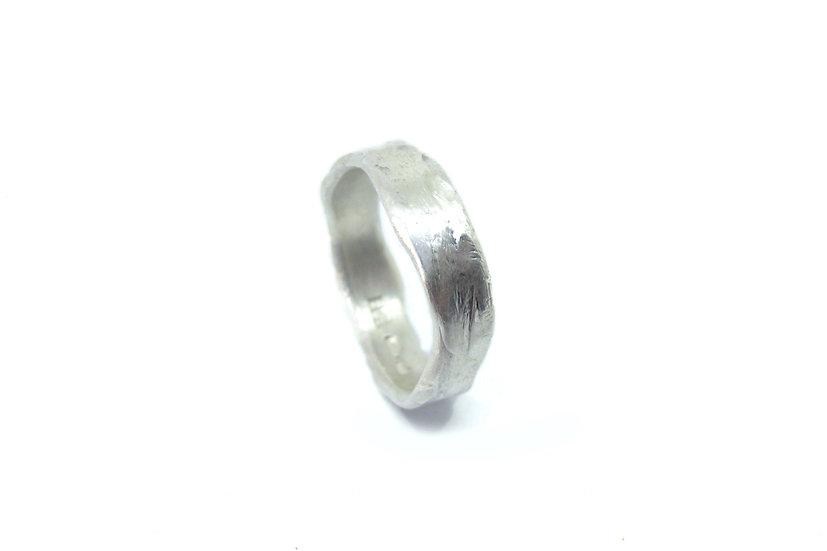 Irregular ring band