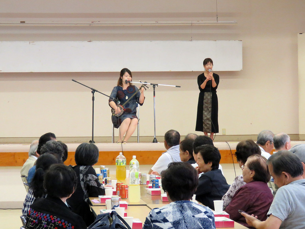 界眞子(さかい まこ)さんの島唄演奏