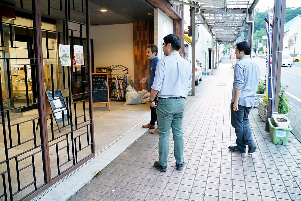 川畠さんに鹿屋の商店街を案内してもらいました。