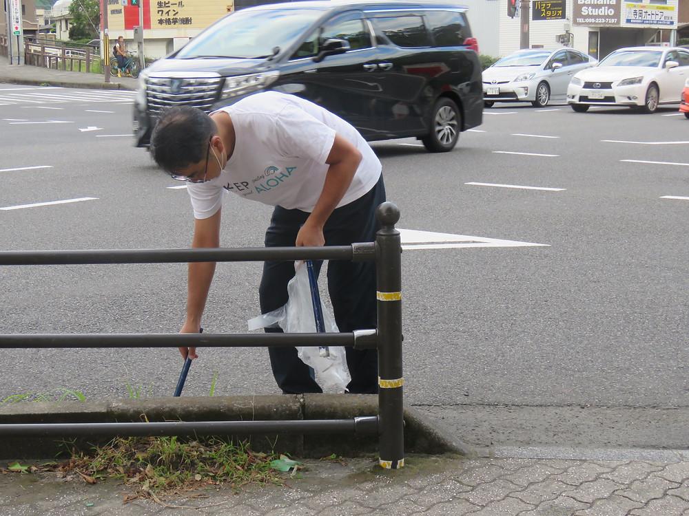 やすおか宏武 平田橋交差点辻立ち、ゴミ拾い
