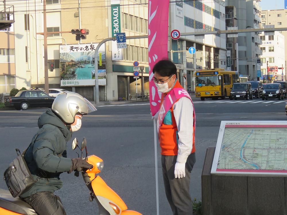 やすおか宏武 加治屋町交差点辻立ち・ゴミ拾い