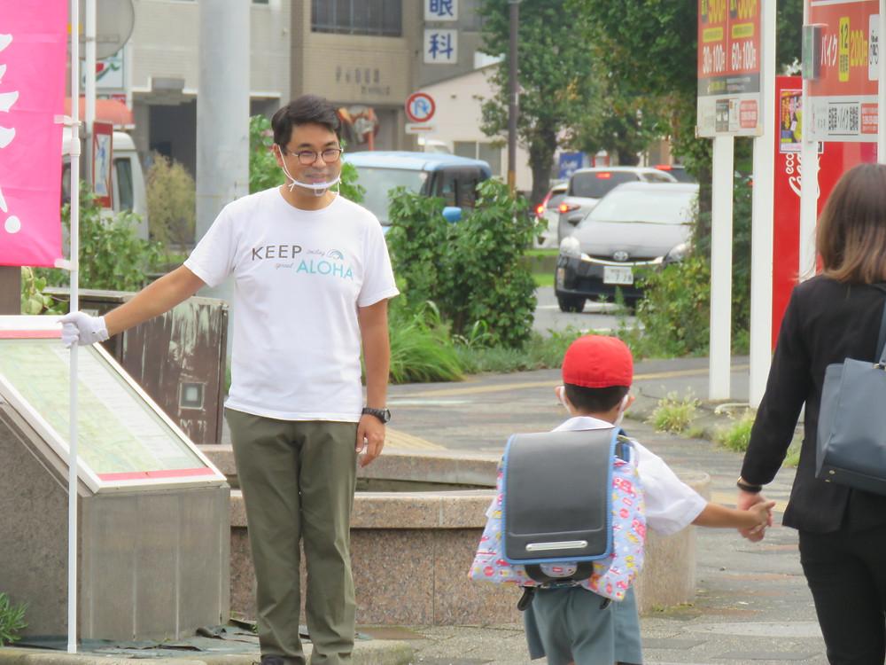 やすおか宏武 加治屋町交差点辻立ち、ゴミ拾い