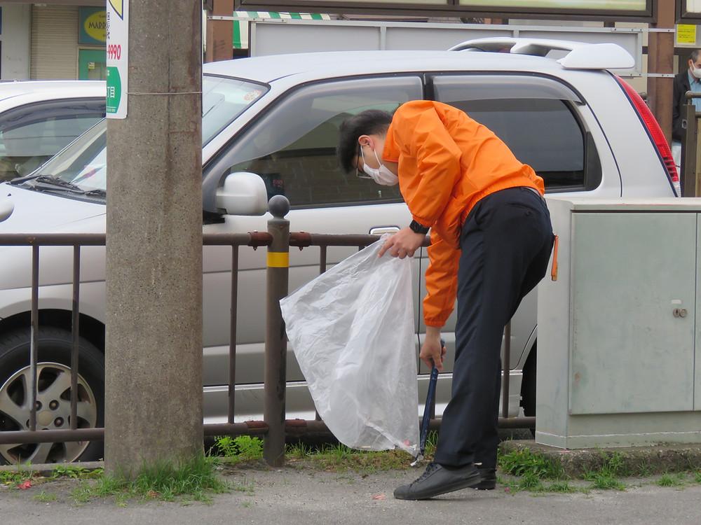 やすおか宏武 中郡交差点辻立ち・ゴミ拾い
