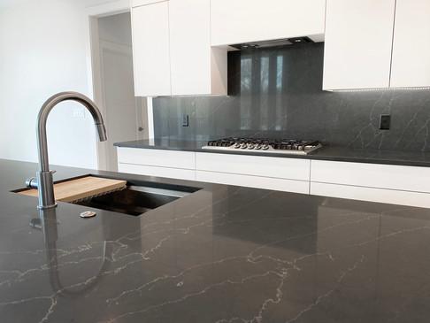 7907 Kitchen 2.jpg