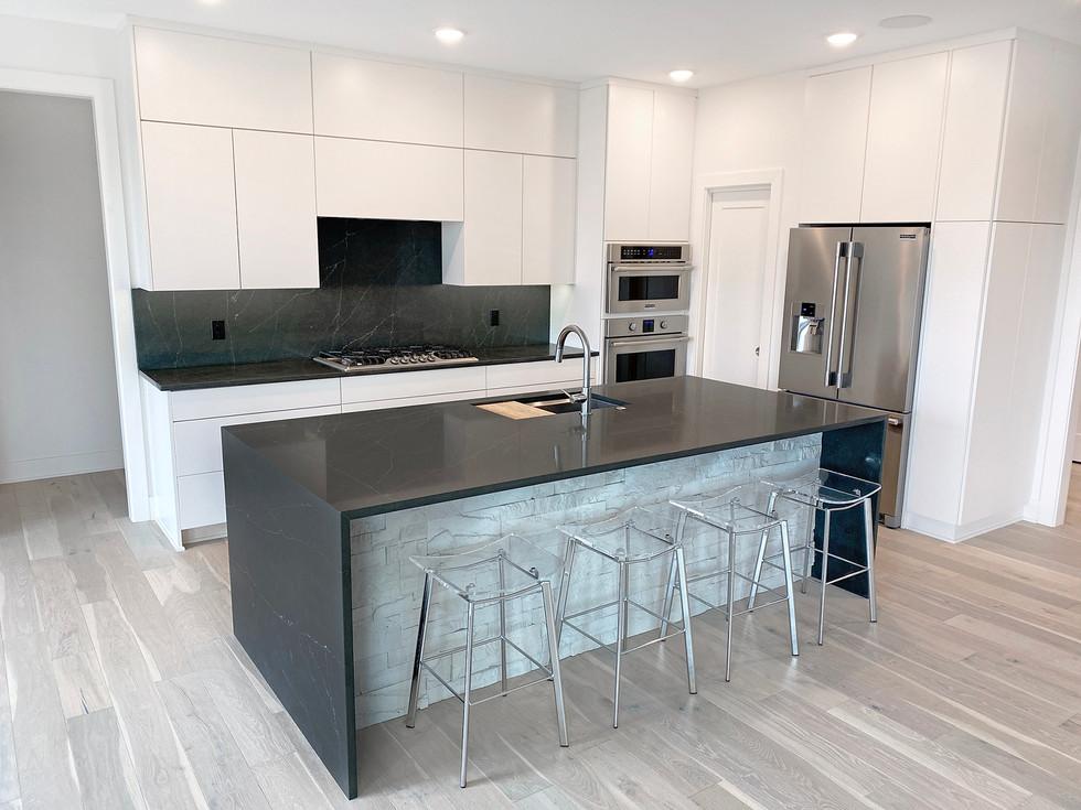 7909 Kitchen.jpg