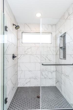 10165 Master Bath 3.jpg