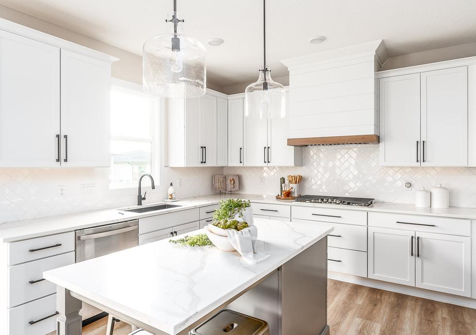 10165 Kitchen-2.jpg