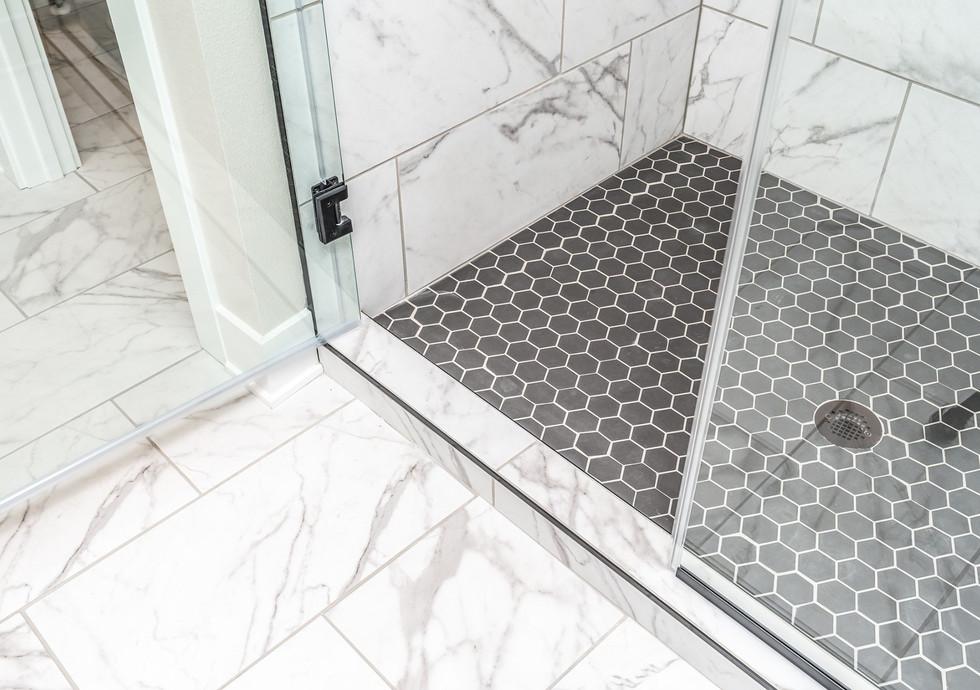 10165 Master Bath 4.jpg