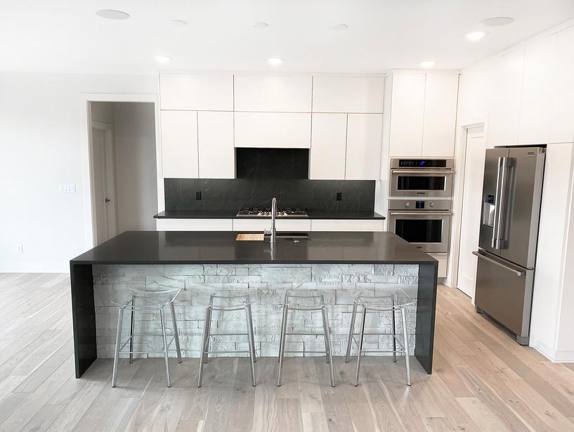 7909 Kitchen 3.jpg