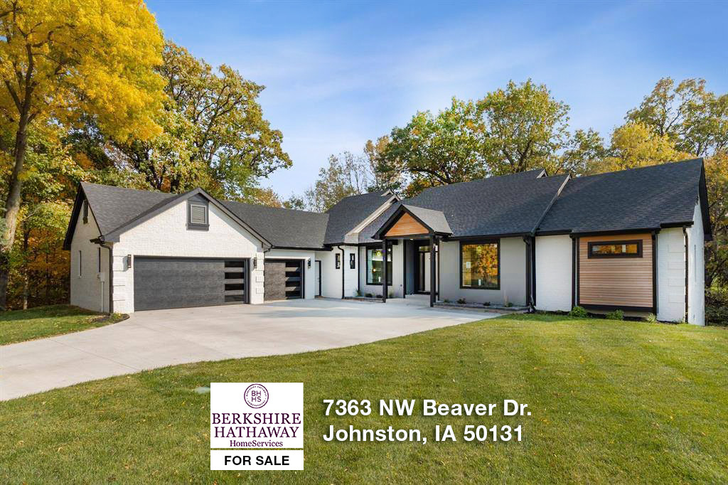 7363 NW Beaver Dr - Johnston, IA