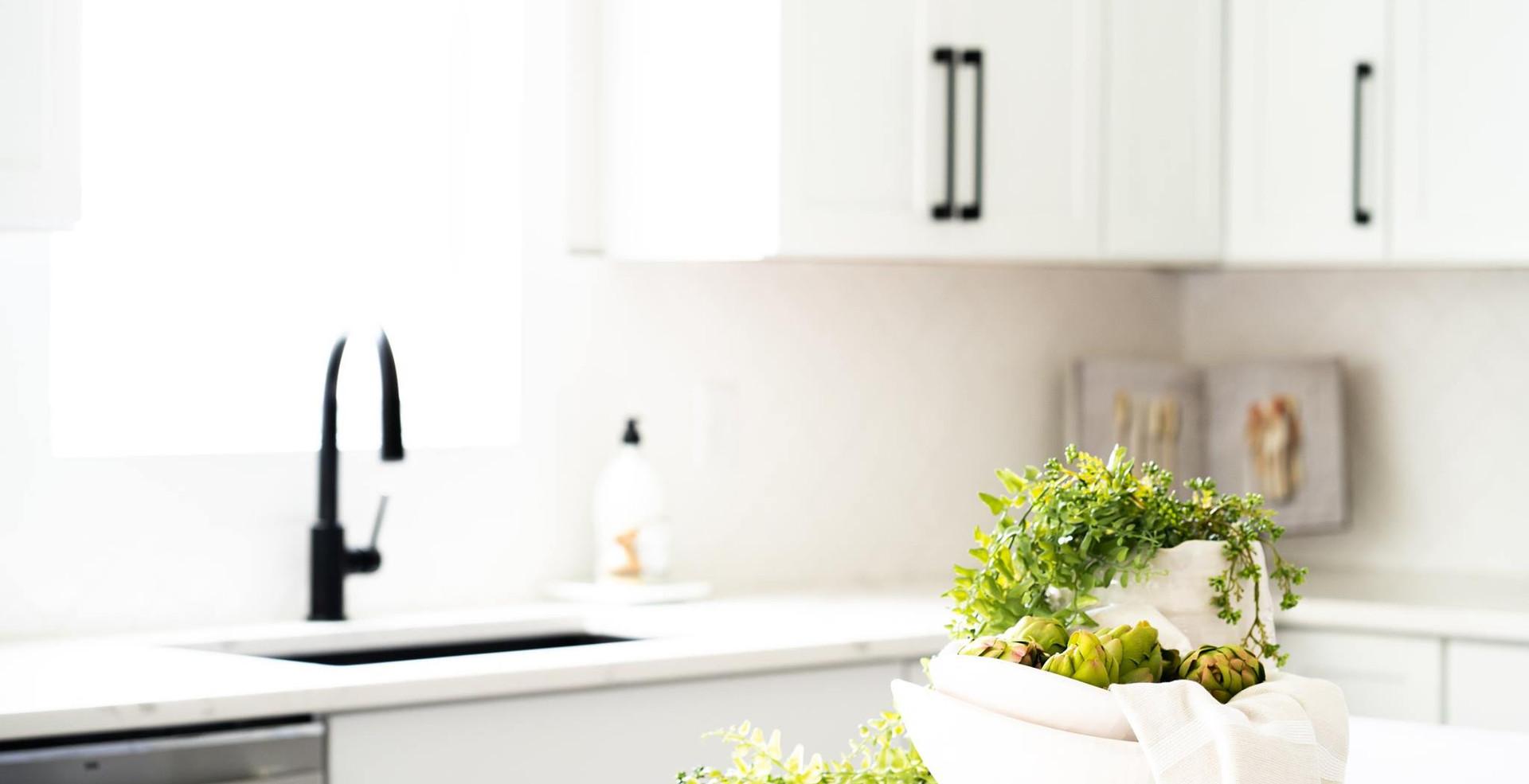10165 Kitchen.jpg