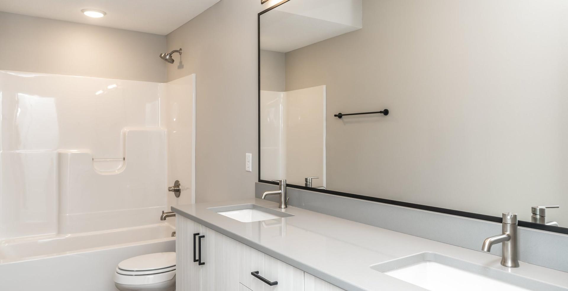 7868 Bathroom2.jpg
