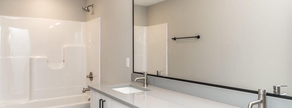 7868 Bathroom2.jpg