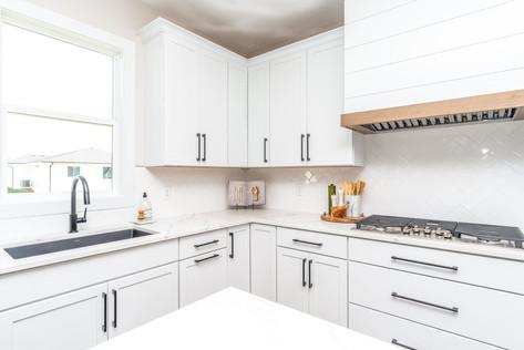 10165 Kitchen 2.jpg