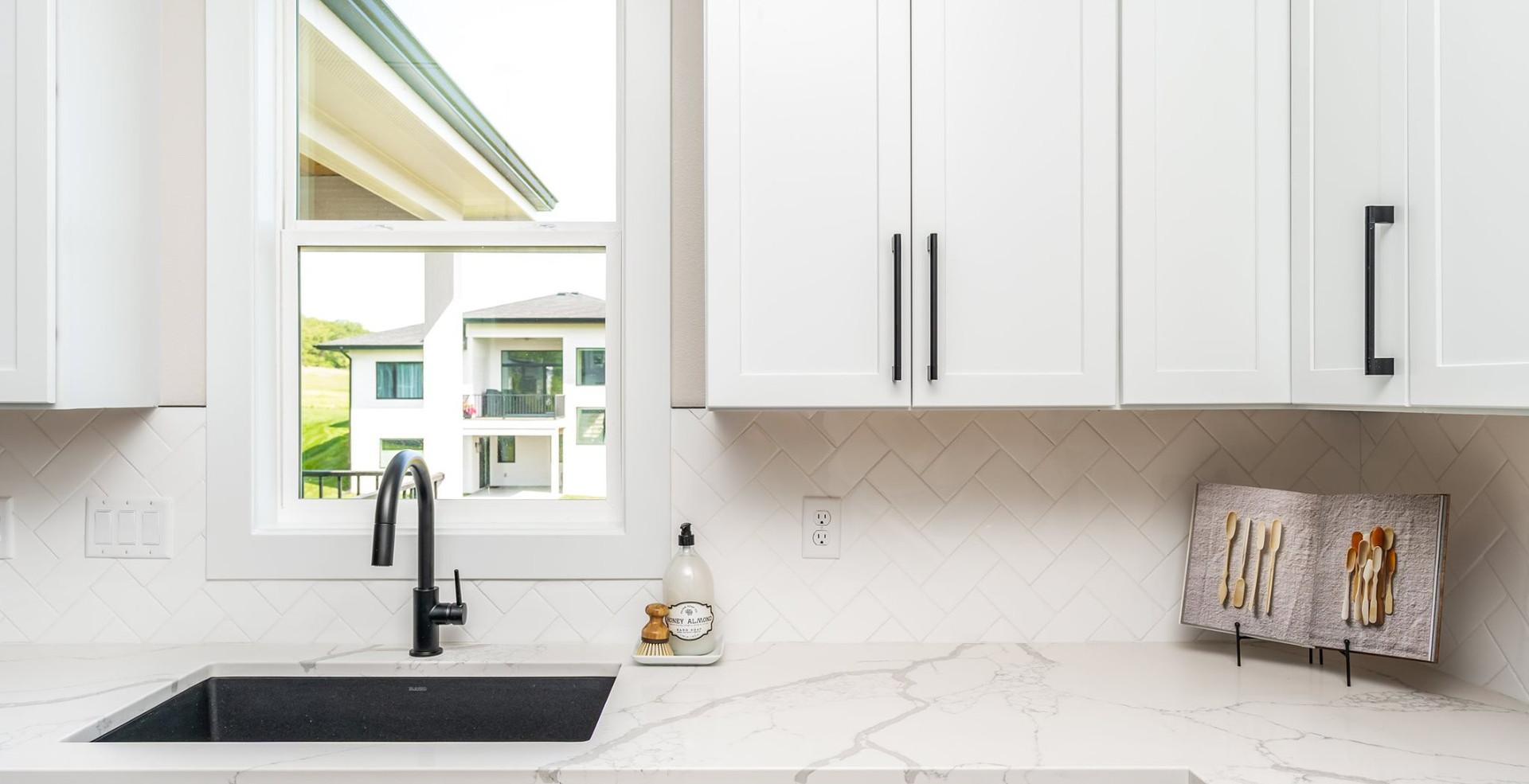 10165 Kitchen 3.jpg