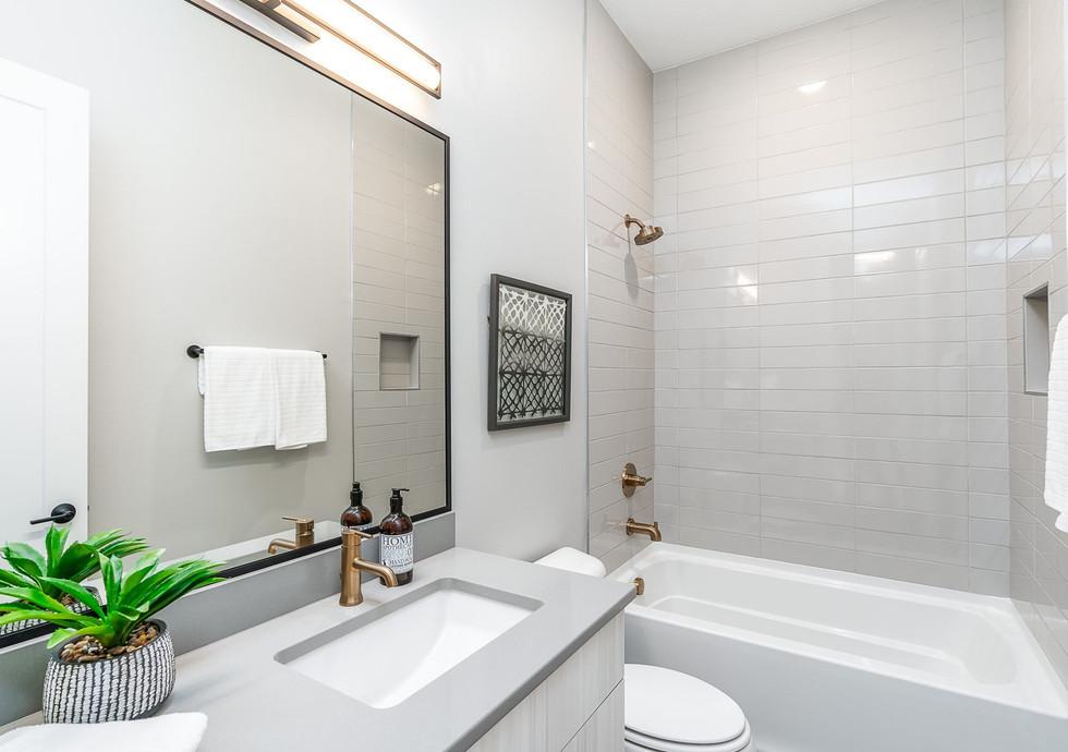 7868 Bath 3.jpg