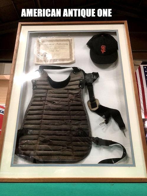 ロバートデニーロが実際に映画で着用 1996年公開 映画〈ザ・ファン〉 ギルバート・レナード  胸部プロテクター、野球帽 証明書付き