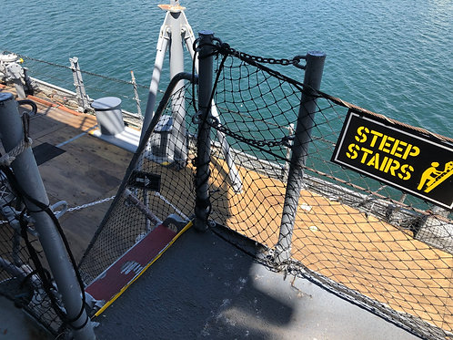 戦艦アイオワ 外階段