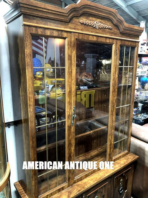照明付き、上品な色合い、デザインで高級感あります^^ 大型202cm USAアンティーク家具 ショーケース 飾り棚 点灯OK!!