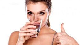 La famosa premisa dice dos litros por día; pero la realidad es que no todos debemos consumir la misma cantidad.