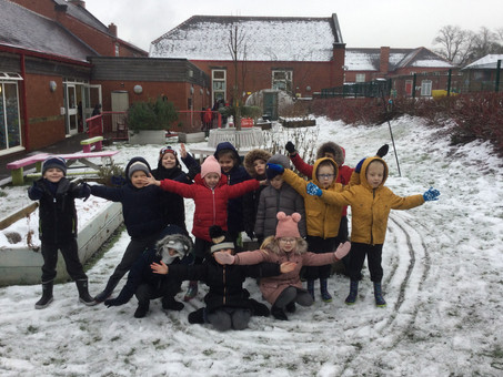Year 1 playtime in the snow!