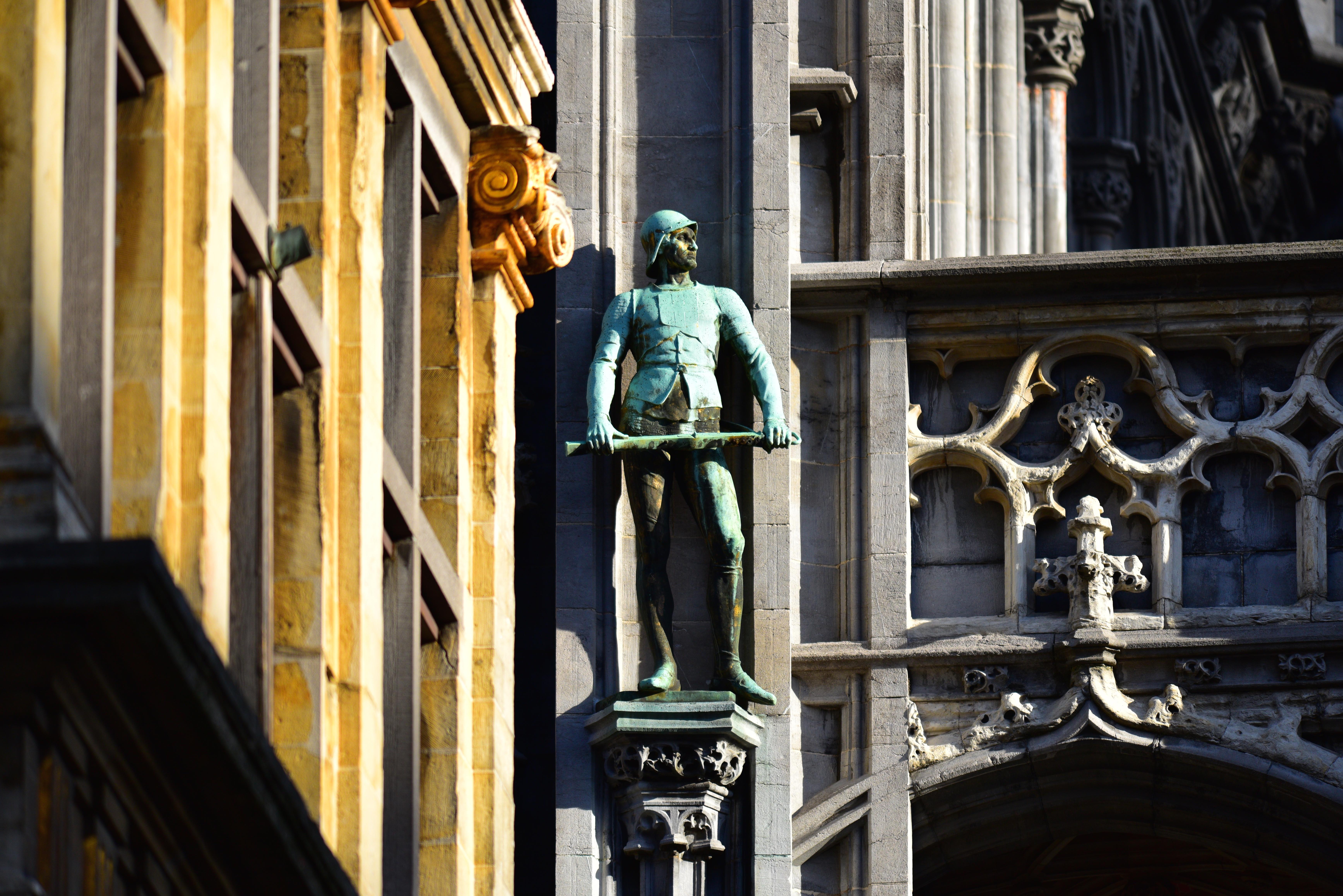 """""""On guard"""" Maison du Roi"""