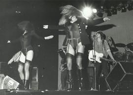 Från Ulf Lundells konsert i Göteborg, Scandinavium 1980, där han överraskade publiken med dansare. © Joakim Strömholm