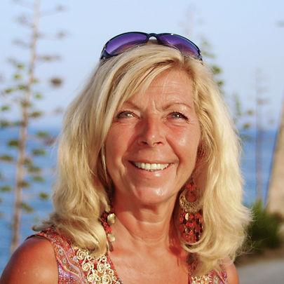 Janett Portrait 2.jpg