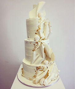 This beautiful 3 tiered wedding cake is