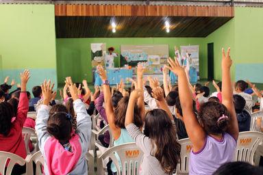 """686cf53fe0d12 Guarujá busca voluntários de tricô e crochê para o projeto """"Sapatinho  Solidário"""". May 12"""