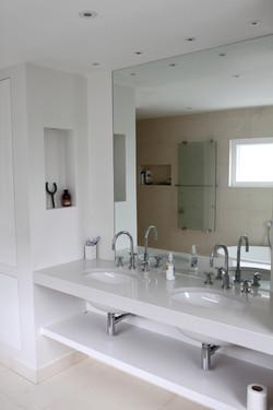 Wood Green - bathroom 01