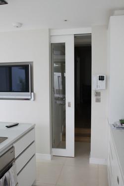 Wood Green - sliding door 01