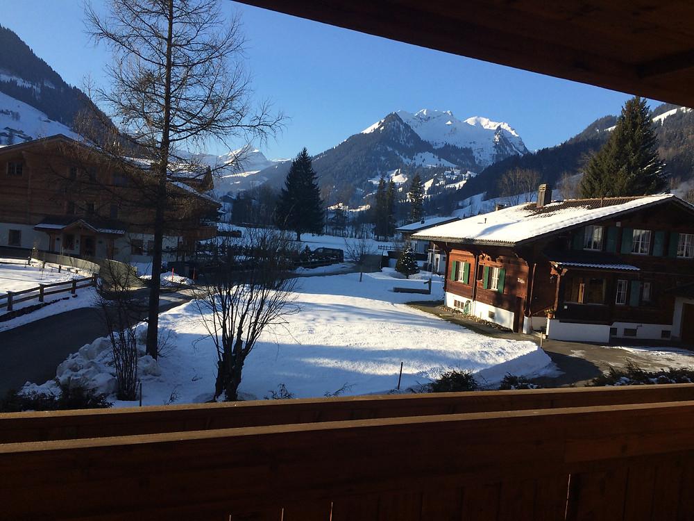 Vue depuis la Suite Signature, Ultima Gstaad Hôtel Spa & Résidences © Sacha Després