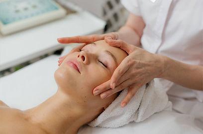 класичний масаж обличчя.jpg