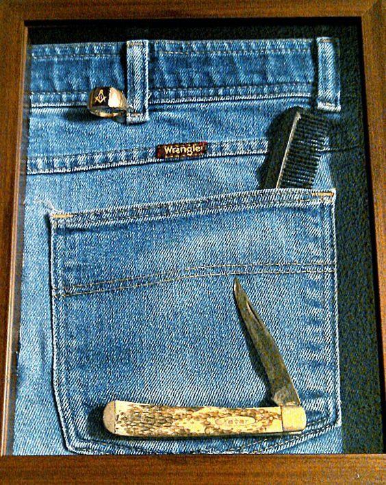 man's blue jeans