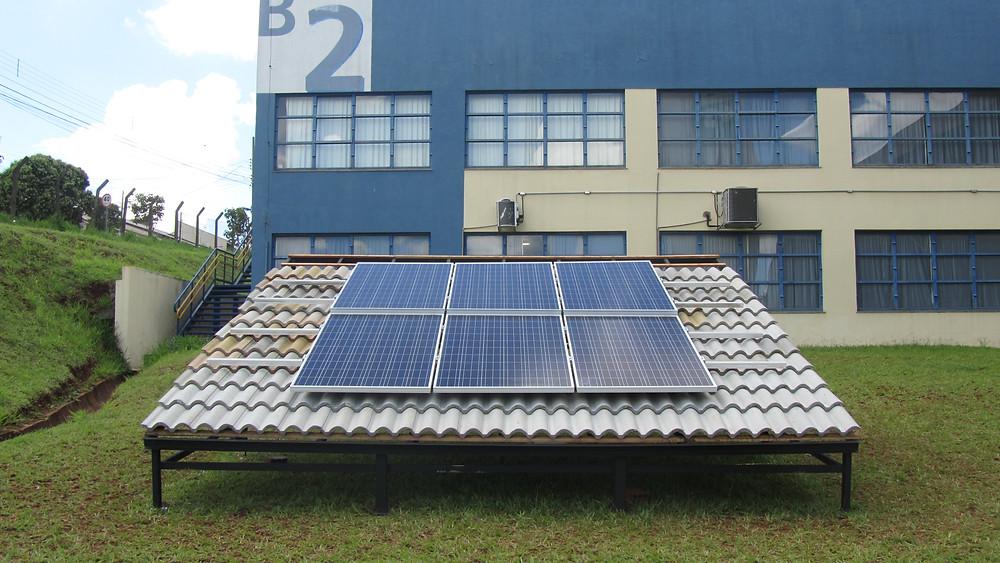Micro usina fotovoltaica instalada no SENAI CTM