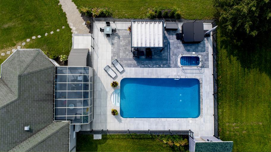 Aménagement paysagé d'une cours arrière avec piscine 1