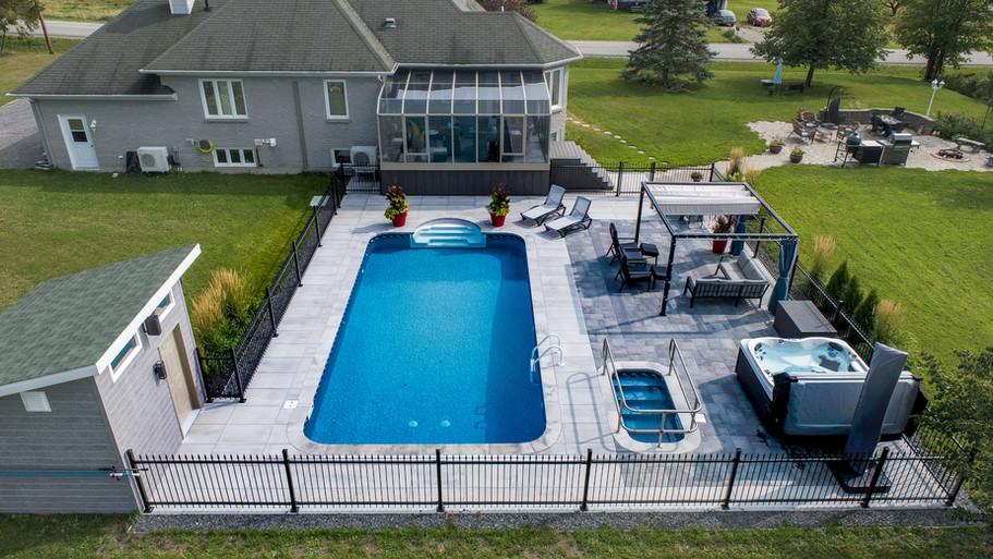 Aménagement paysagé d'une cours arrière avec piscine 2