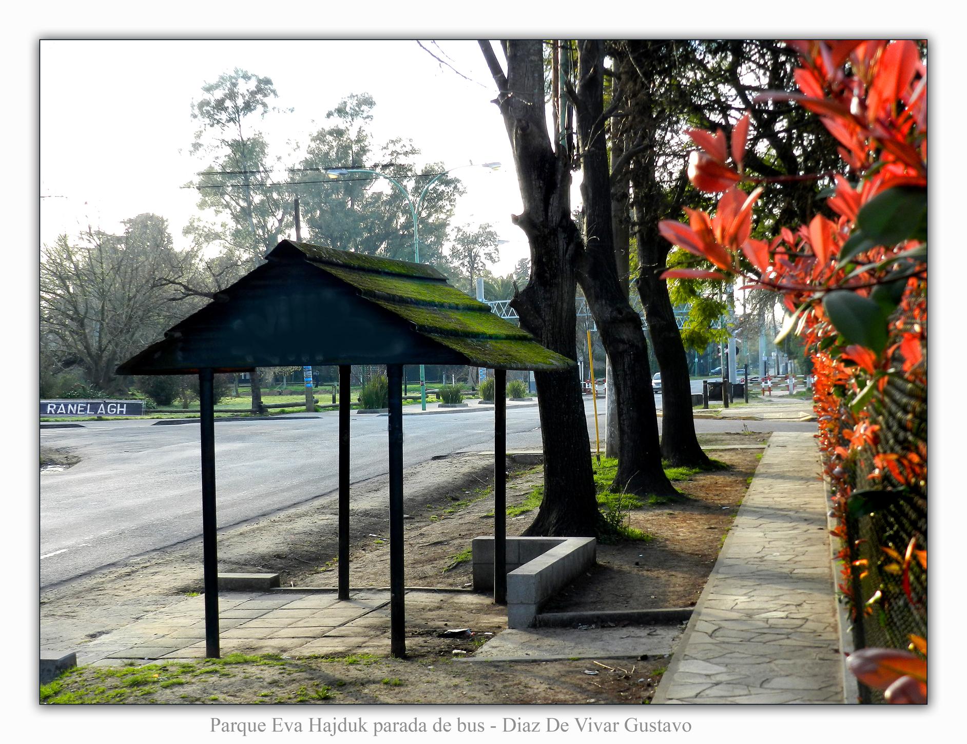 Parque Eva hajduk parada de bus  - Diaz De Vivar Gustavo