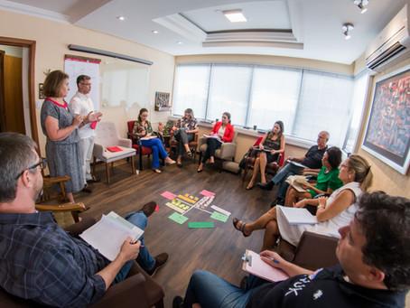 Uso de Imagens de Fundo Inspiradoras e do Teatro Metáfora em Coaching Profissional