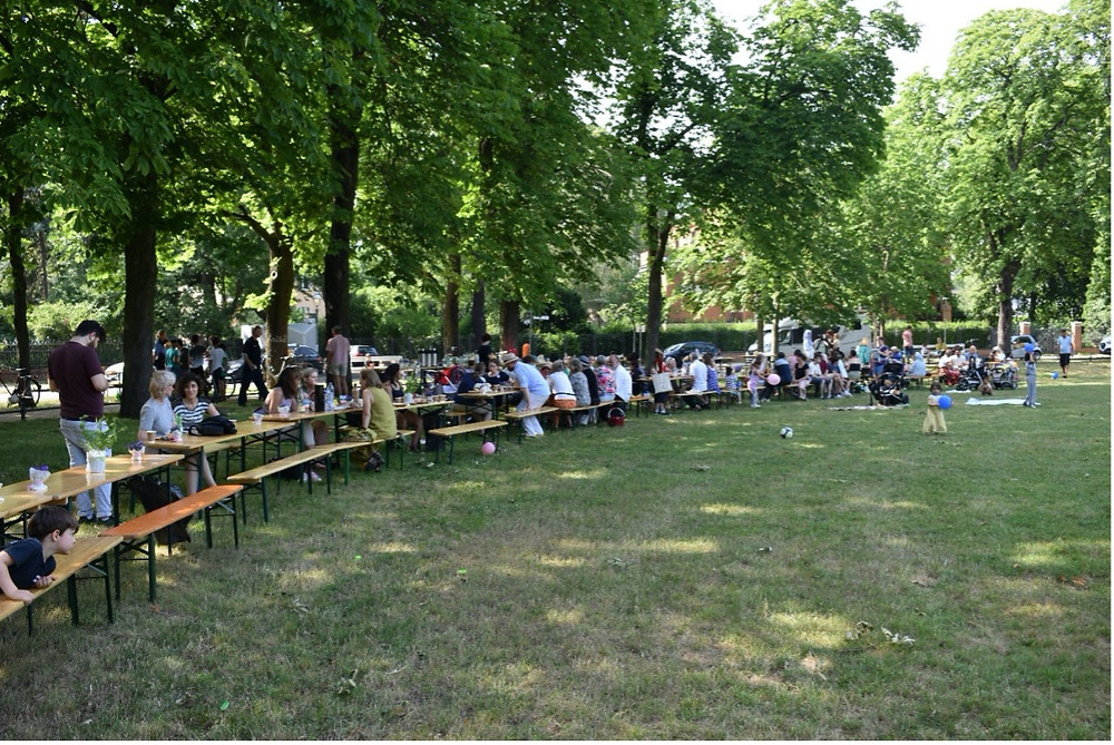 Hub Neighbourhood Festival, Berlin -  local residents and refugees share food from their countries of origin: credit MTS Social Design