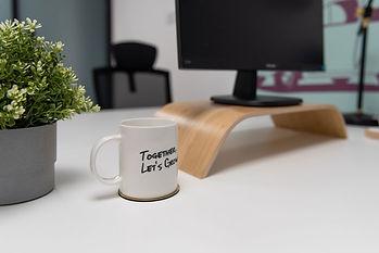 Ooosh-Coworking-Hong-Kong-Desk.jpg