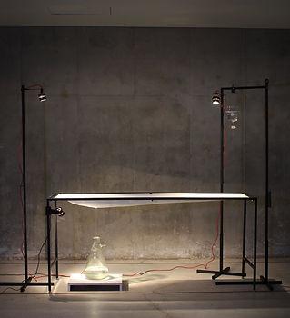 《零  靈 0,0》60x180x215cm,金屬、FRP、滴水裝置,2014.