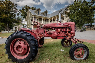 USA-Tennessee-Liepers-Fork-tractor.jpg