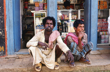 Street smokers Bangladesh