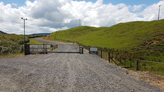pipiwharauroa-trail gate.jpg