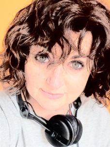 maripaz valdes locutora spanish voice over audiolibros home studio