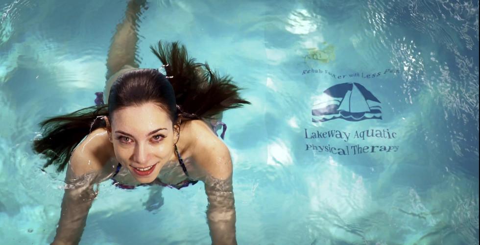 VIDDYOZE-Pool Girl Dives Out.mp4